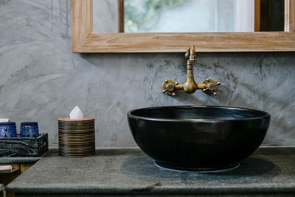 čierne umývadlo
