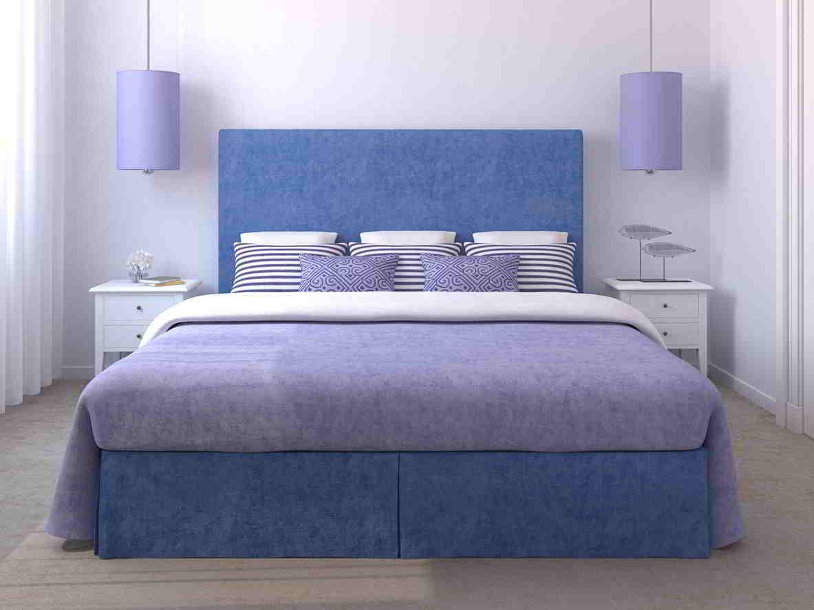 Svetlo fialová stena v spálni