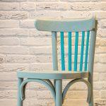 zrenovovaná drevená stolička