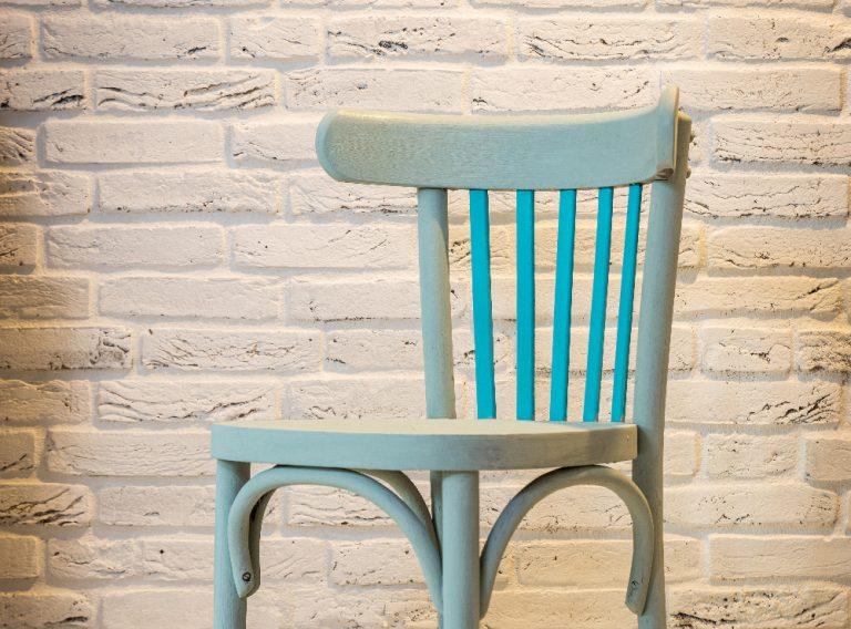 Ako si zrenovovať starú stoličku do dvoch hodín