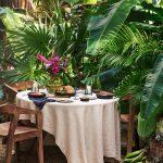 stolovanie na záhrade