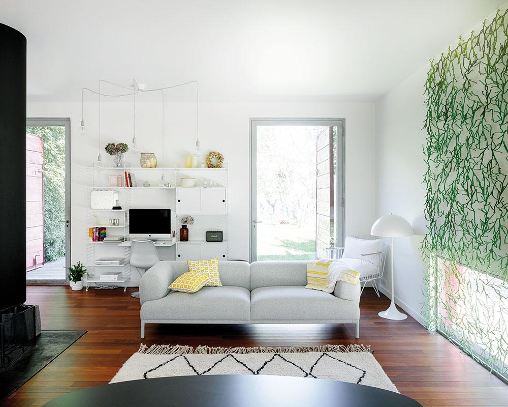 Zariadenie interiéru je ovplyvnené prírodnými tvarmi a farbami.