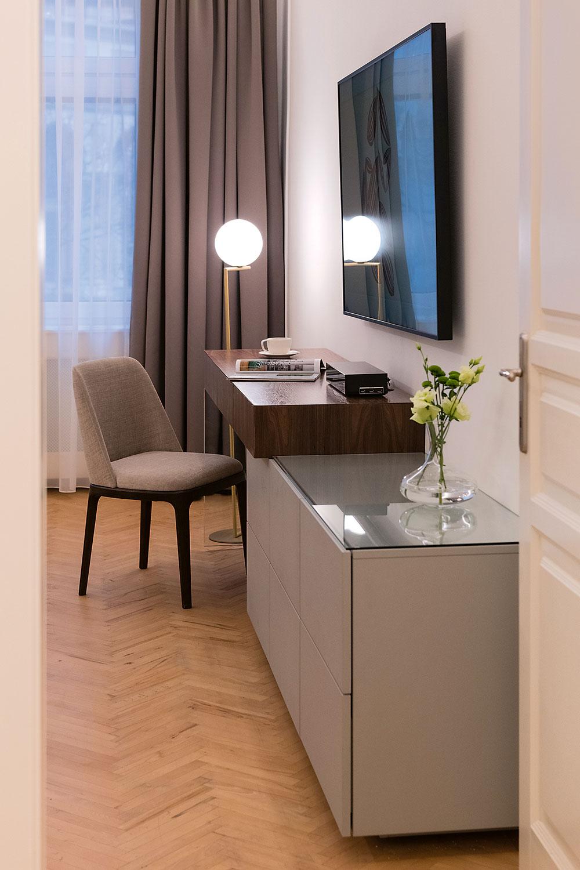 veľkorysá spálňa s hotelovým komfortom