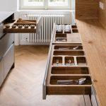 integrované odkladacie priestory v kuchynskej linke