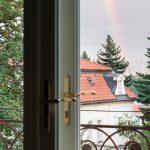 výhľad z okna bytu