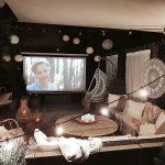 letné kino na záhrade