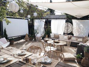 Letné kino nesmie chýbať! Ako si v záhrade majiteľka vytvorila hotovú oázu