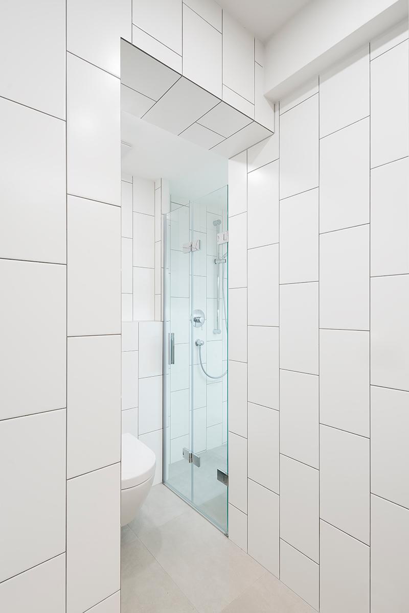 sprchový kút so záchodom