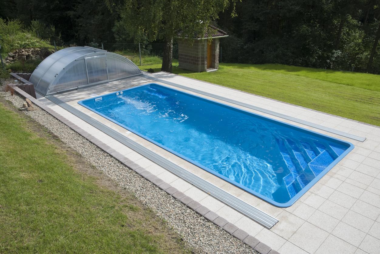 Záhradný bazén so zastrešením