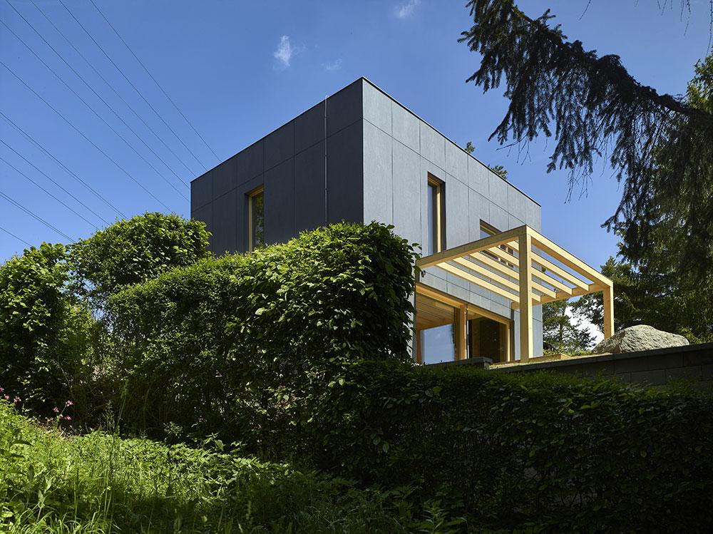 Namiesto chaty pri priehrade pohodlný dom na trvalé bývanie