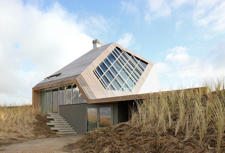 Drevený dom, ktorý je z každej strany iný, si vyrába energiu sám