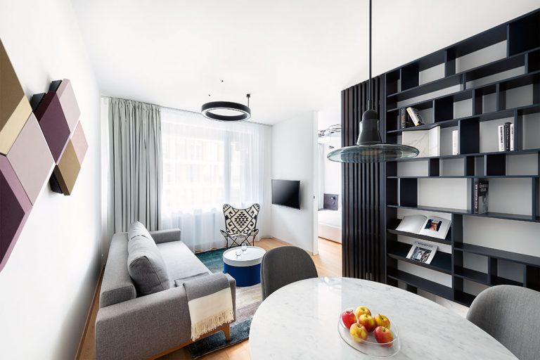 Minimalisticky zariadený dvojizbový byt v Bratislave vyniká dobrými nápadmi