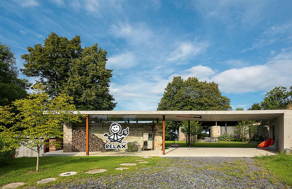 Moderné vidiecke bývanie v nápaditom dome na Morave