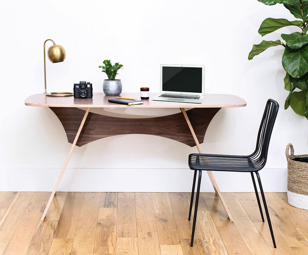 moderný pracovný stôl z dreva