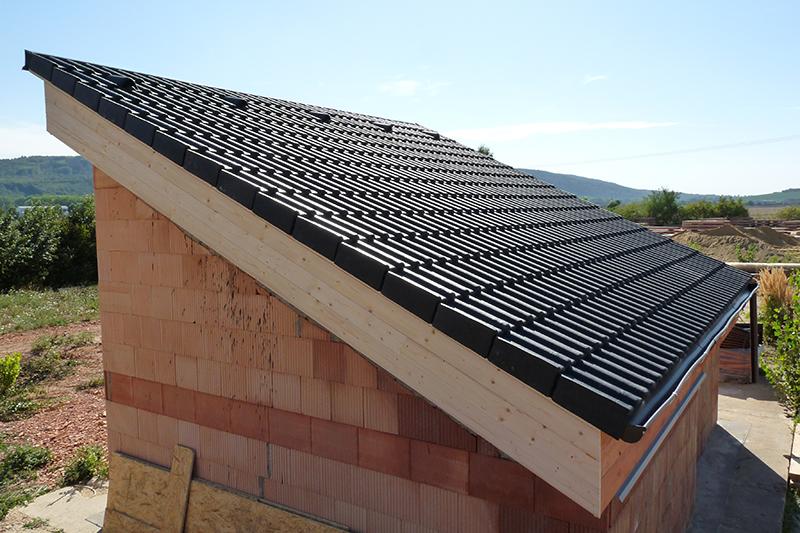 Dokončená strecha so skladanou strešnou krytinou