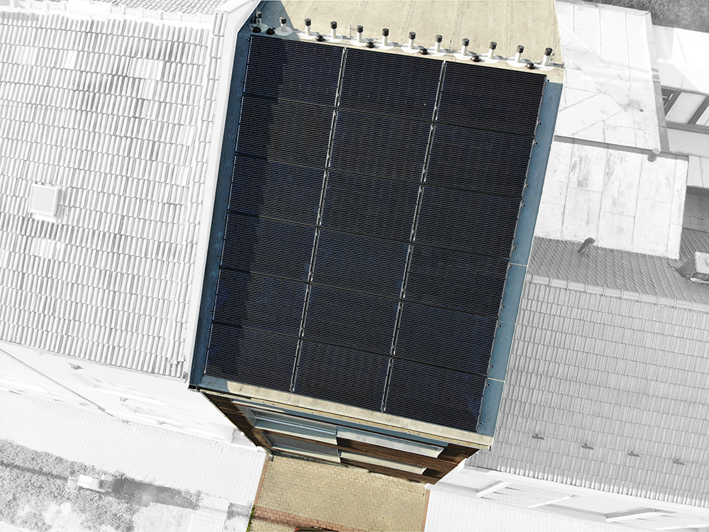 Solárne panely na streche domu