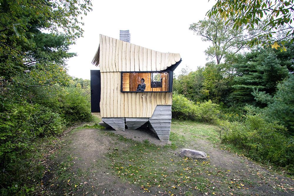 Prototyp domu budúcnosti? Chatu postavili z poškodeného dreva a pomocou 3D tlačiarne (VIDEO)