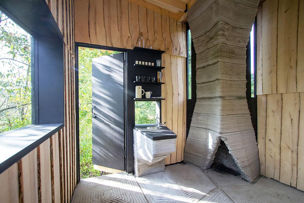 interiér chaty z jaseňového dreva