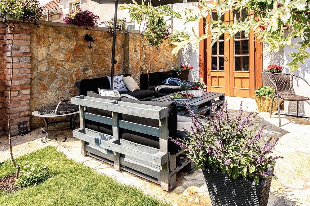 paletové sedenie na terase