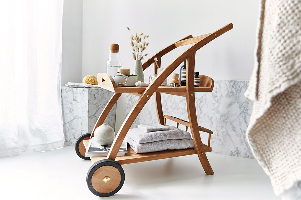 štýlový vozík na kúpeľňové doplnky