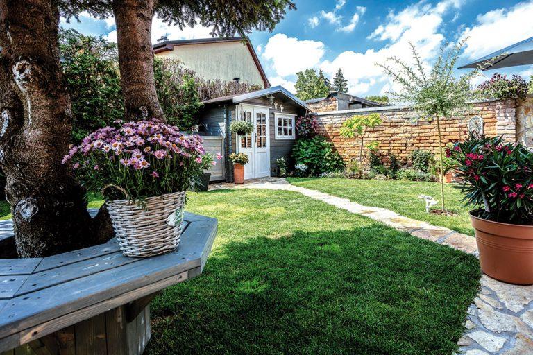 Na návšteve u Lucie Benešovej: Otvorený dom do záhrady žiari pozitívnou energiou