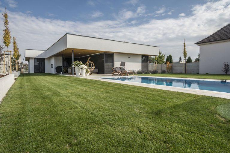 Dom naplno otvorený záhrade