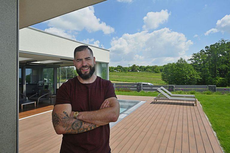Inšpirujte sa štýlovou terasou pri dome hokejového obrancu Romana Poláka