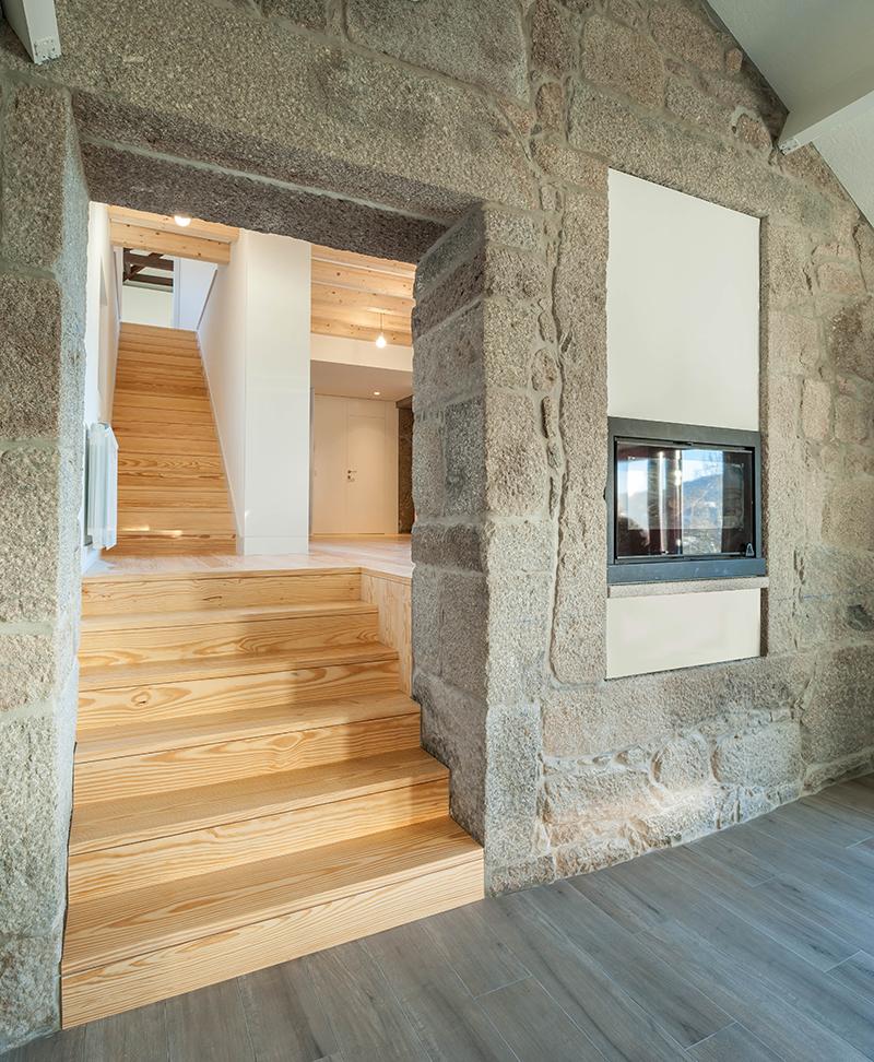 Dom v Airaes