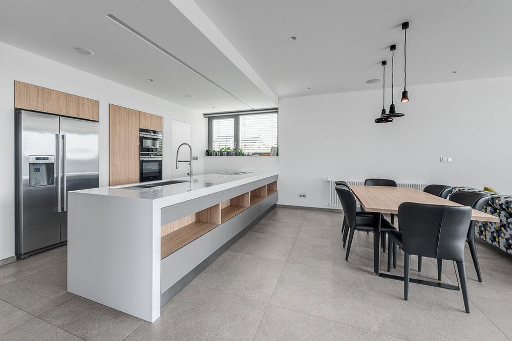 priestranná kuchyňa s ostrovom