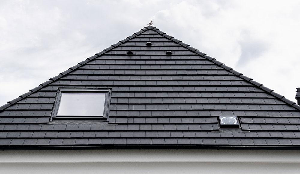 Seriál RenovActive – 4. časť: Zateplenie strechy a výmena strešnej krytiny v projekte RenovActive