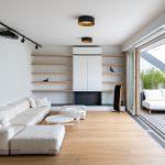 obývacia izba s francúzskymi oknami