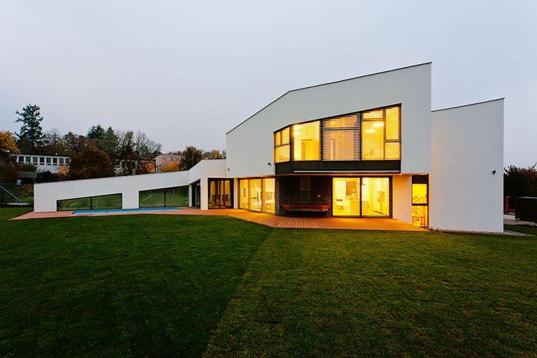 Najnovšie trendy medzi fasádami domov: Čo dnes ponúkajú výrobcovia?