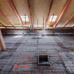 Vystužený spriahnutý strop zo strany podkrovia.