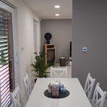 jedáleň v modulovom dome
