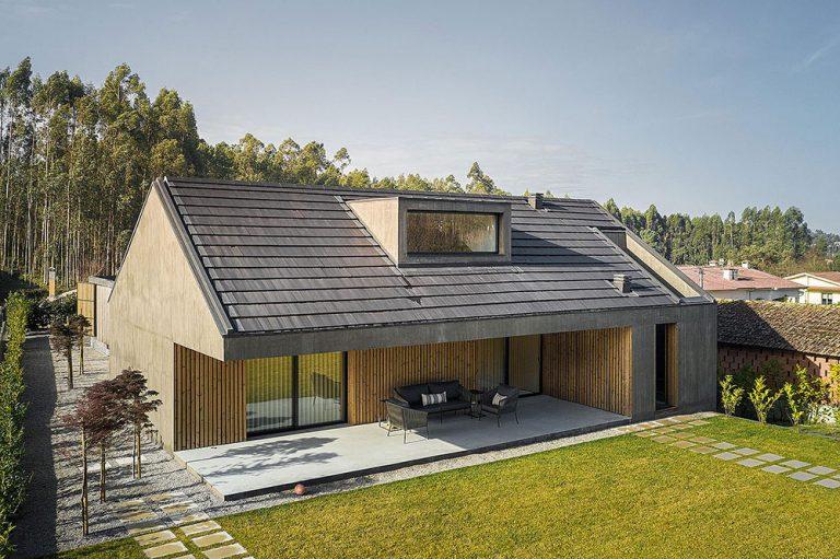 Do detailu premyslený dom: Surové fasády, luxusný interiér a prepojenie s prírodou