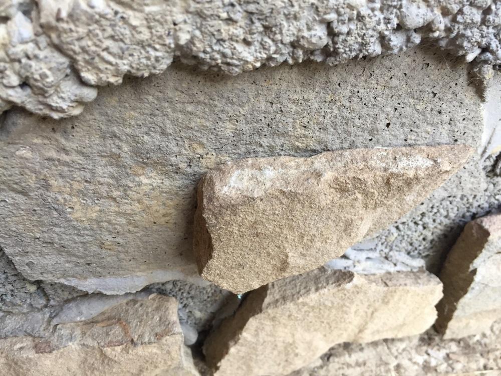 lepenie kameňa pomocou montážneho lepidla