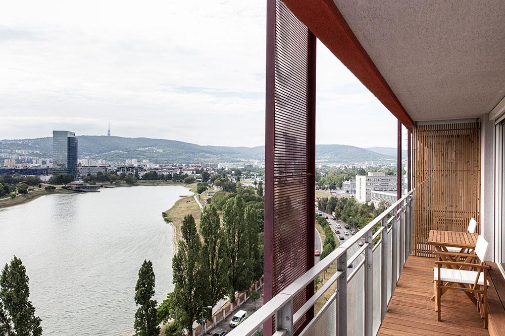 terasa bytu s výhľadom na Kuchajdu