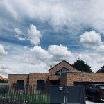 Dvojpodlažný rodinný dom s tehlovým obkladom