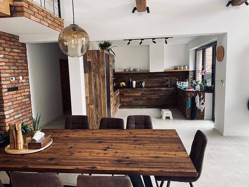 jedálenský stôl zo starého dreva