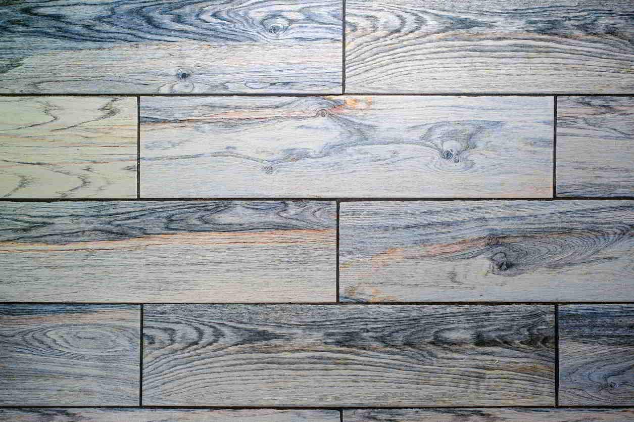 obkladačkami imitácia dreva