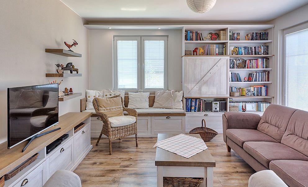 obývacia izba s ležoviskom