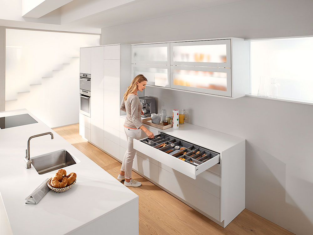 kuchyňa s odkladacími priestormi a ostrovom