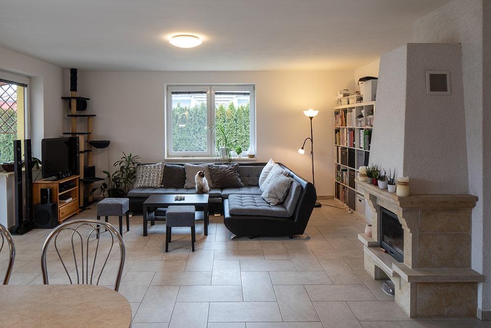 pôvodná obývacia izba pred rekonštrukciou