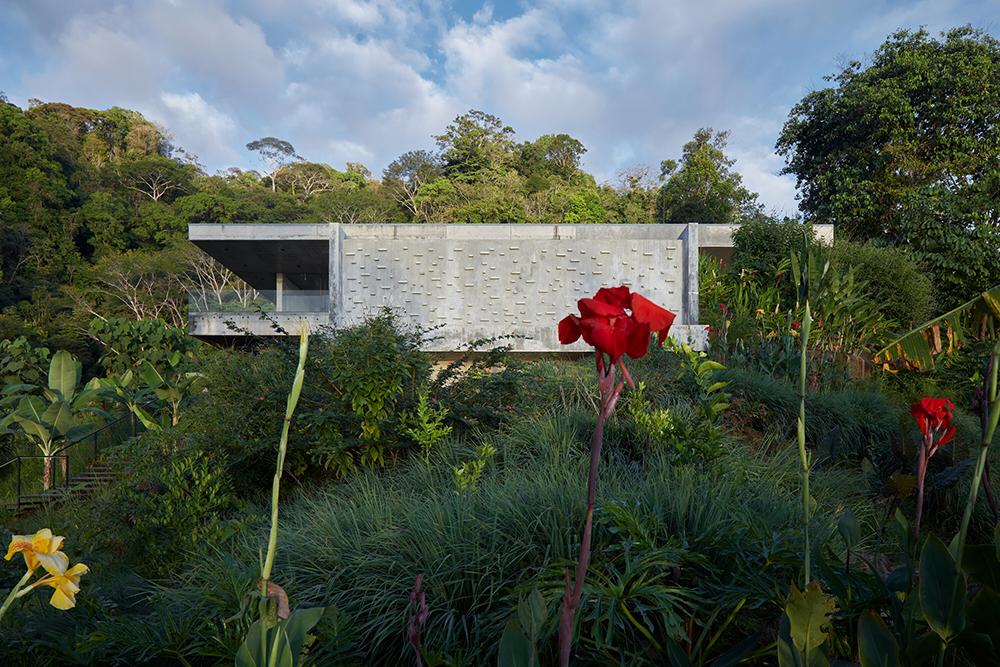 Betónová vila v kambodžskej džungli