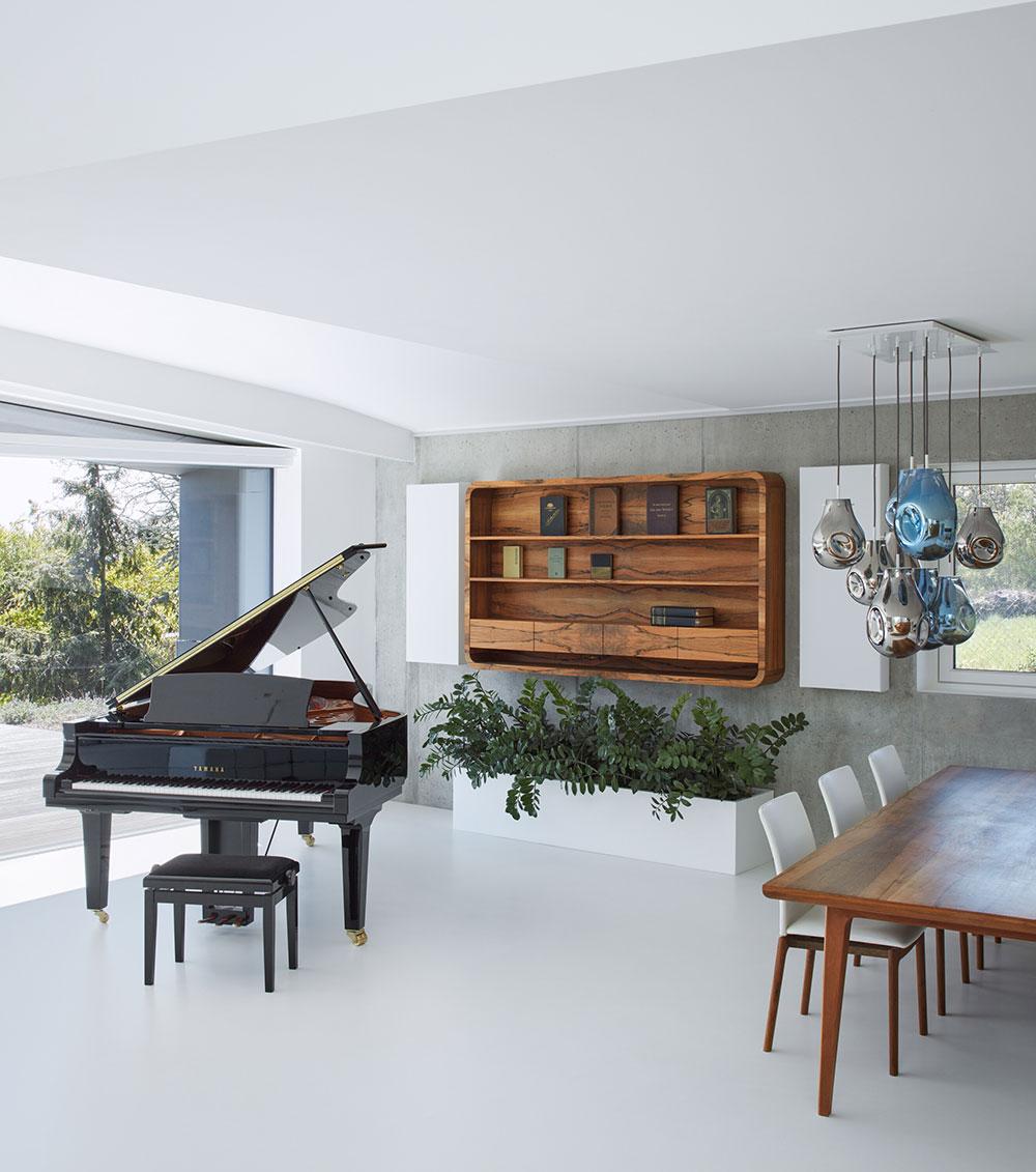 luxusná obývacia izba s pianom