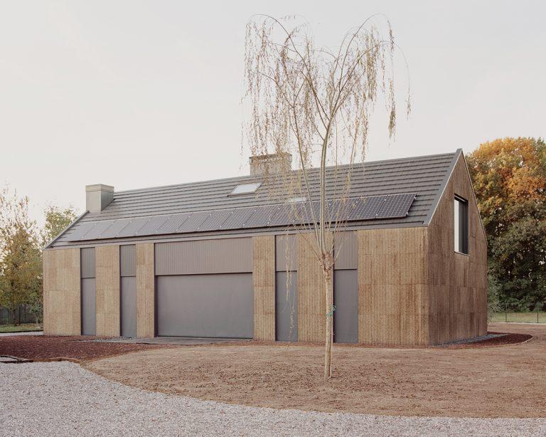 Bývanie z dreva, slamy a korku? Udržateľný dom s mimoriadne jednoduchou architektúrou