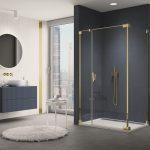 Sprchovací kút CADURA GOLD LINE - jednokrídlové dvere s pántom pri stene a s pevnou stenou v rovine. Vanička ILA.