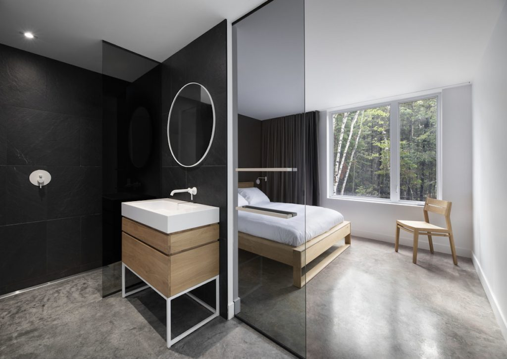 Sprchový kút v spálni