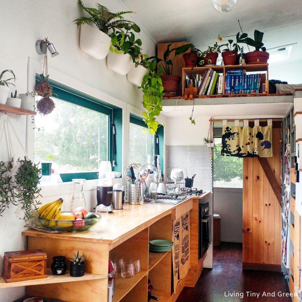 skromná kuchyňa v ekodomčeku