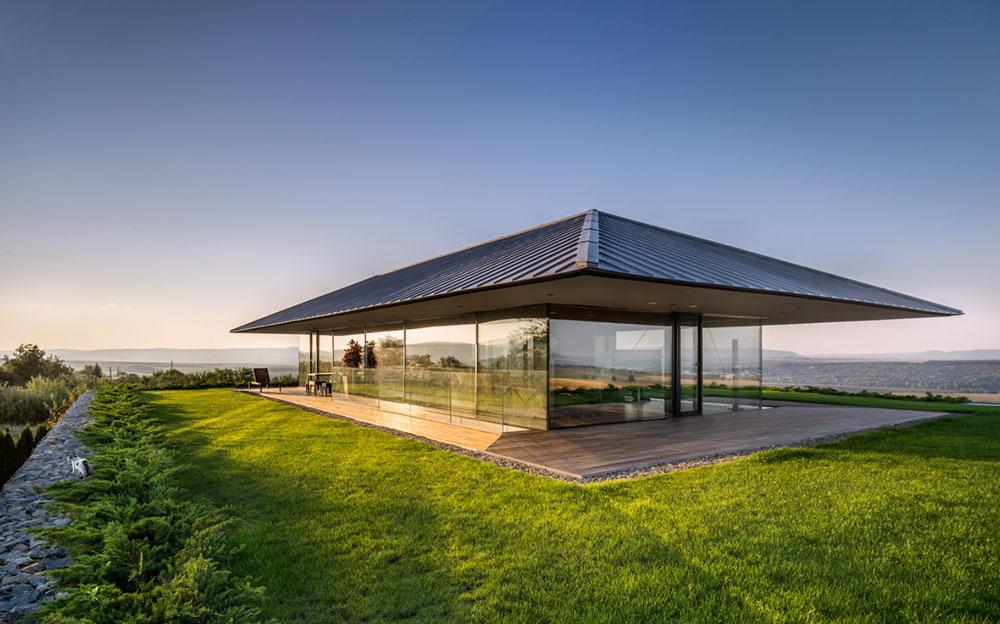 V obývačke ako uprostred lúky: Nad dedinou vznikol dom s panoramatickými výhľadmi